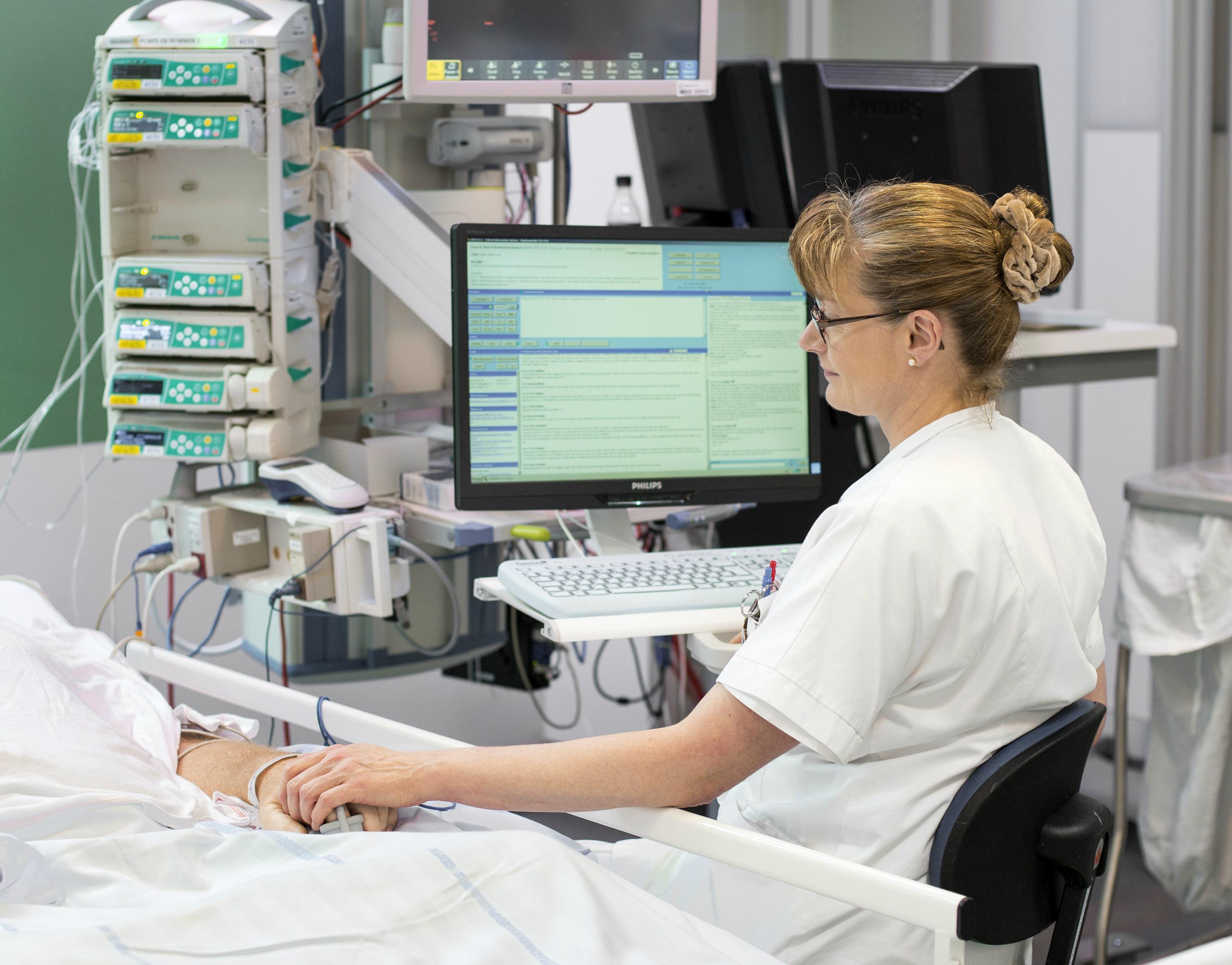 På Intensivafdelingen er patienterne overvågede 24 timer i døgnet.