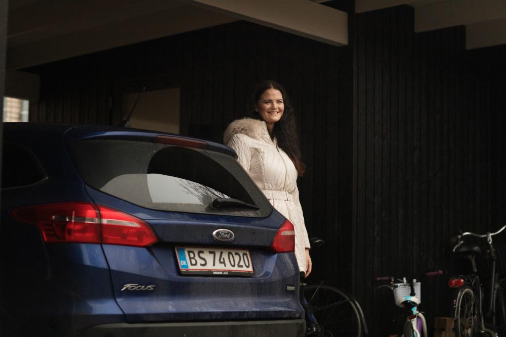 Lisa Ravndam kører stadig hver dag mellem hjem og arbejde. Hun skal ikke have flere hvide biler.