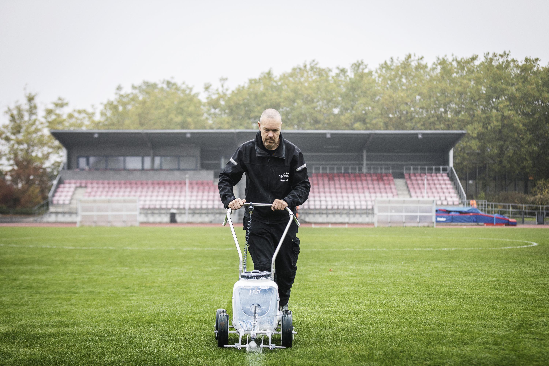 Kenneth tilbage på jobbet på fodboldbanerne i Glostrup - nupå deltid.