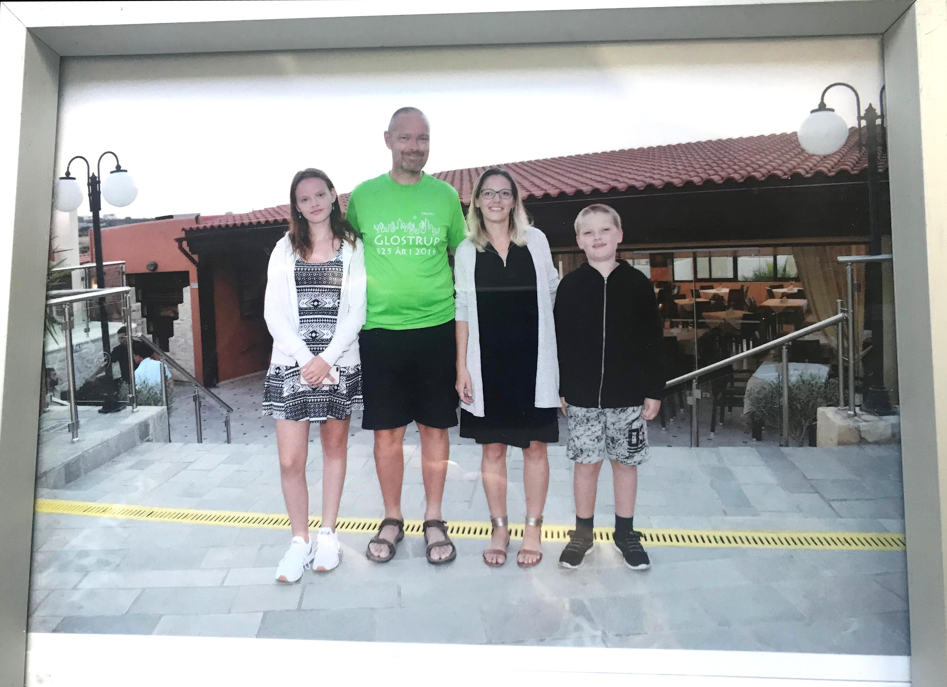 Emilie, Kenneth, Lisbeth og Mattias på ferie før Kenneth blev ramt af en blodprop i hjernen.