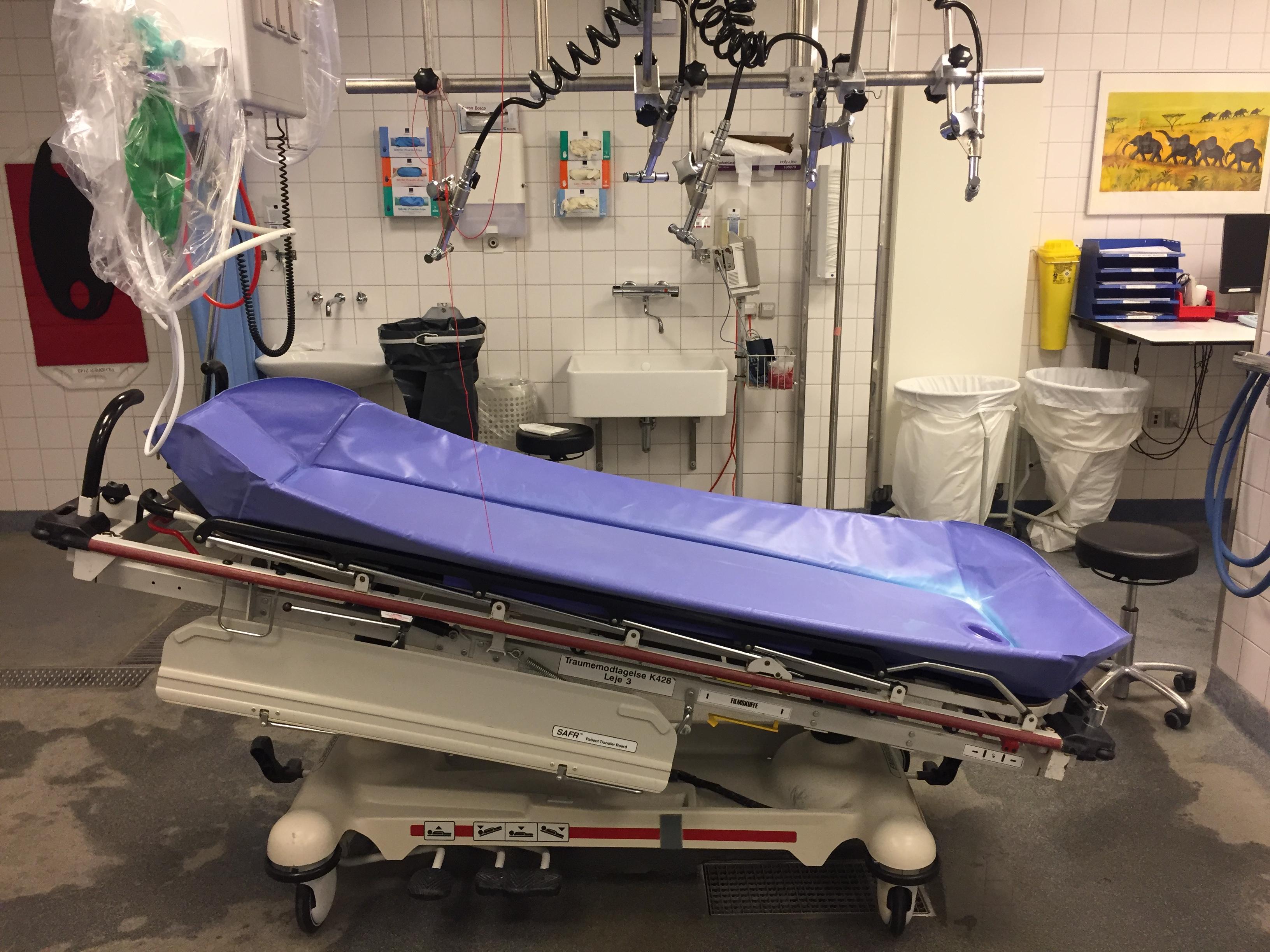 Leje, hvor brandsårspatienten kan bruses i Brandsårsstuen på Rigshospitalet