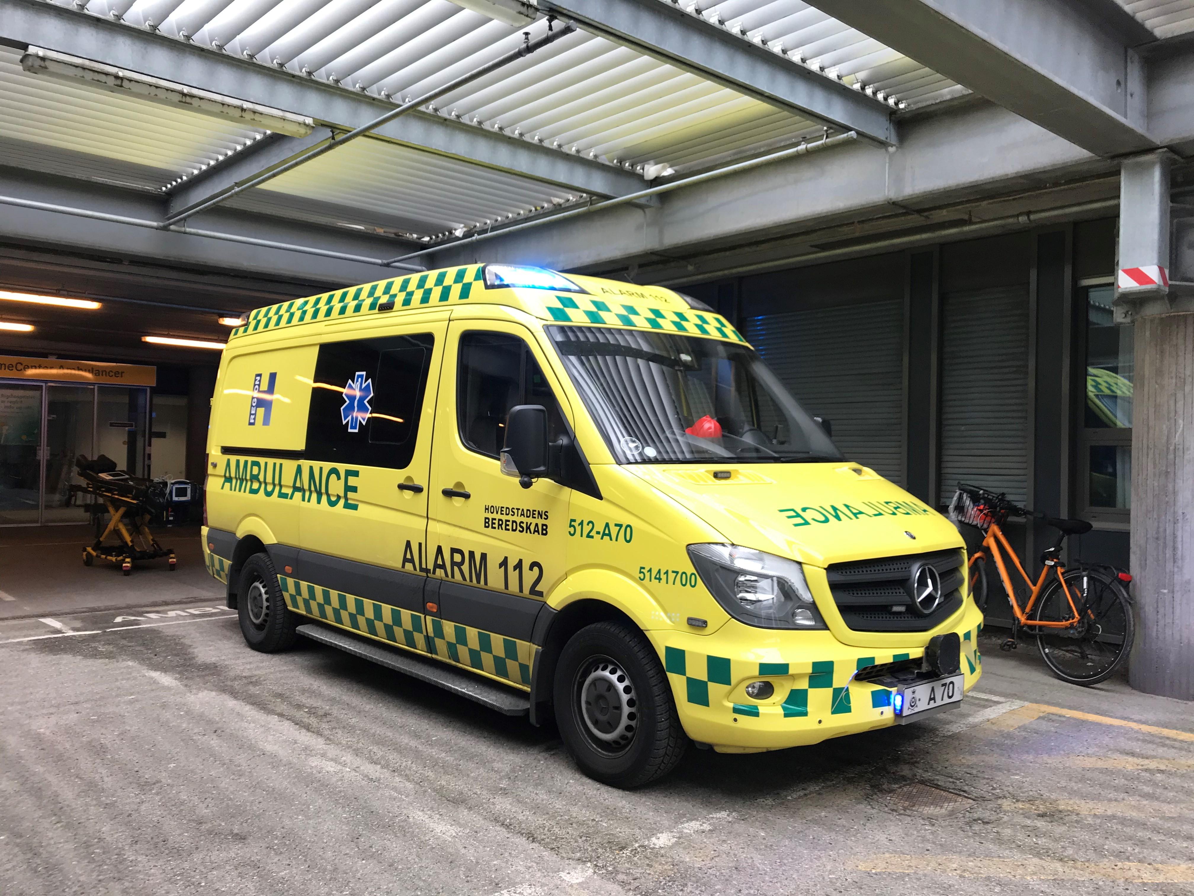 Kenneth Kejlberg ankommer til Rigshospitalet med ambulance.